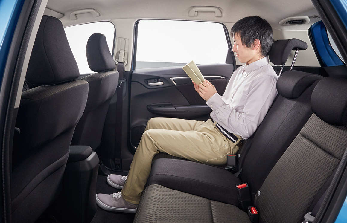 新型フィット後部座席リクライニング